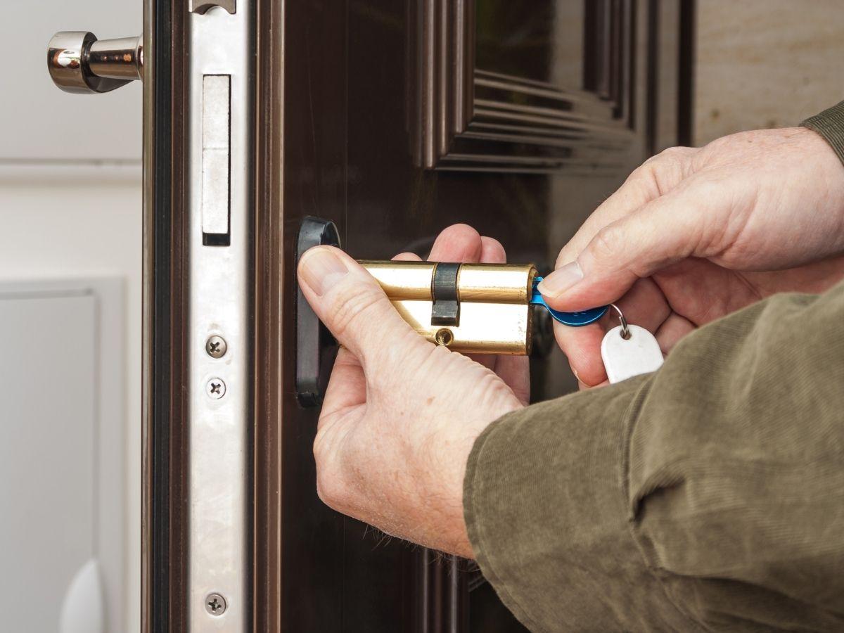 rekeying-services-milwaukee near you milwaukee automotive locksmith