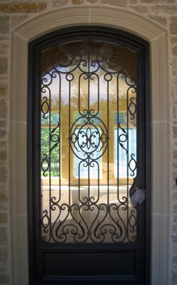 железные входные двери с орнаментом