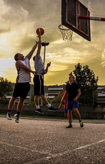 basketball jump pic cropped