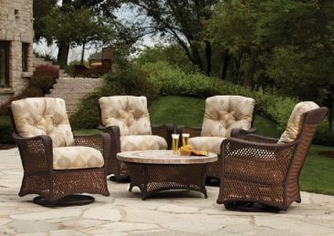 Turn to Parr's for the best outdoor wicker furniture.