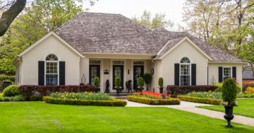 get lawn spray services from Personal Lawn Care for a nice yard in Memphis