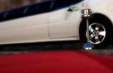 red_carpet_wedding_limo