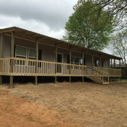 Mobile home with a porch from end to end - Ready Decks
