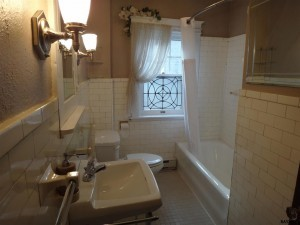 163-E.-Springettsbury-Bathroom-300x225