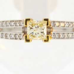 Our jewelers know that a quality diamond makes a superb engagement ring!