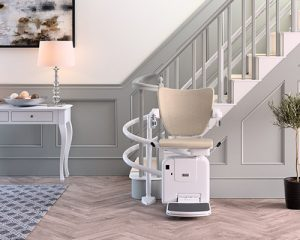 FreeCurve stair lift for narrow stairways