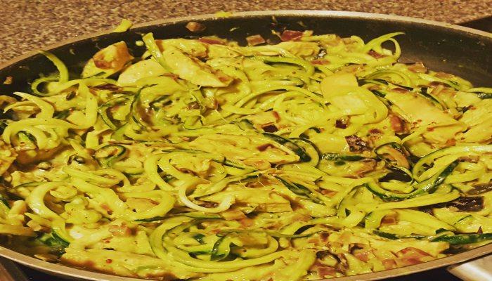 Courgette Spaghetti with Creamy Chicken and Avocado