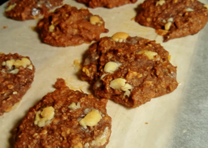 skinny-chocolate-cookies-with-white-chocolate-chips
