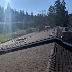 ranch house getting re-roofed
