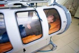 Hyperbaric chamber gives hope to veterans with traumatic brain injuries