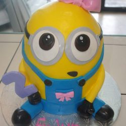 girl minion, minion cakes, yellow cakes, sculpted cakes in dallas fort worth, Specialty cakes for girls, kids birthday cakes, Arlington, TX