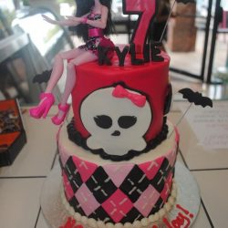 Dallas Bakery | Monster High Cakes | Arlington bakery near me