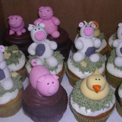 farm animals cupcakes, Dallas cupcake bakery, custom cupcakes, delicious cupcakes, party cupcakes, bakery in Arlington, bakery in dallas, bakery in Lewisville, cupcakes in Arlington, cupcakes in Euless, cupcake bakery in north Arlington, specialty cupcakes, rosettes, bride and groom, bride and groom cupcakes, sweet treats in Arlington