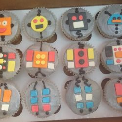 robot cupcakes, boy cupcakes, Dallas cupcake bakery, custom cupcakes, delicious cupcakes, party cupcakes, bakery in Arlington, bakery in dallas, bakery in Lewisville, cupcakes in Arlington, cupcakes in Euless, cupcake bakery in north Arlington, specialty cupcakes, rosettes, bride and groom, bride and groom cupcakes, sweet treats in Arlington