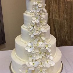 white wedding cake with flowers | wedding cakes dallas | arlington wedding cakes