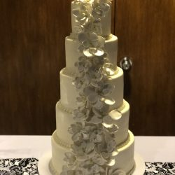 White wedding cake, floral wedding cakes, dallas weddings, dfw weddings, fort worth specialty bakery