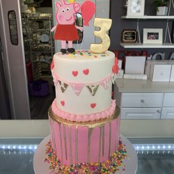 dallas birthday bakery for custom cakes with peppa pig on top