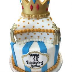 gold crown cakes, 1st birthday cakes, thats the cake