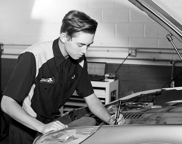 Mechanic Performing a Diagnostic