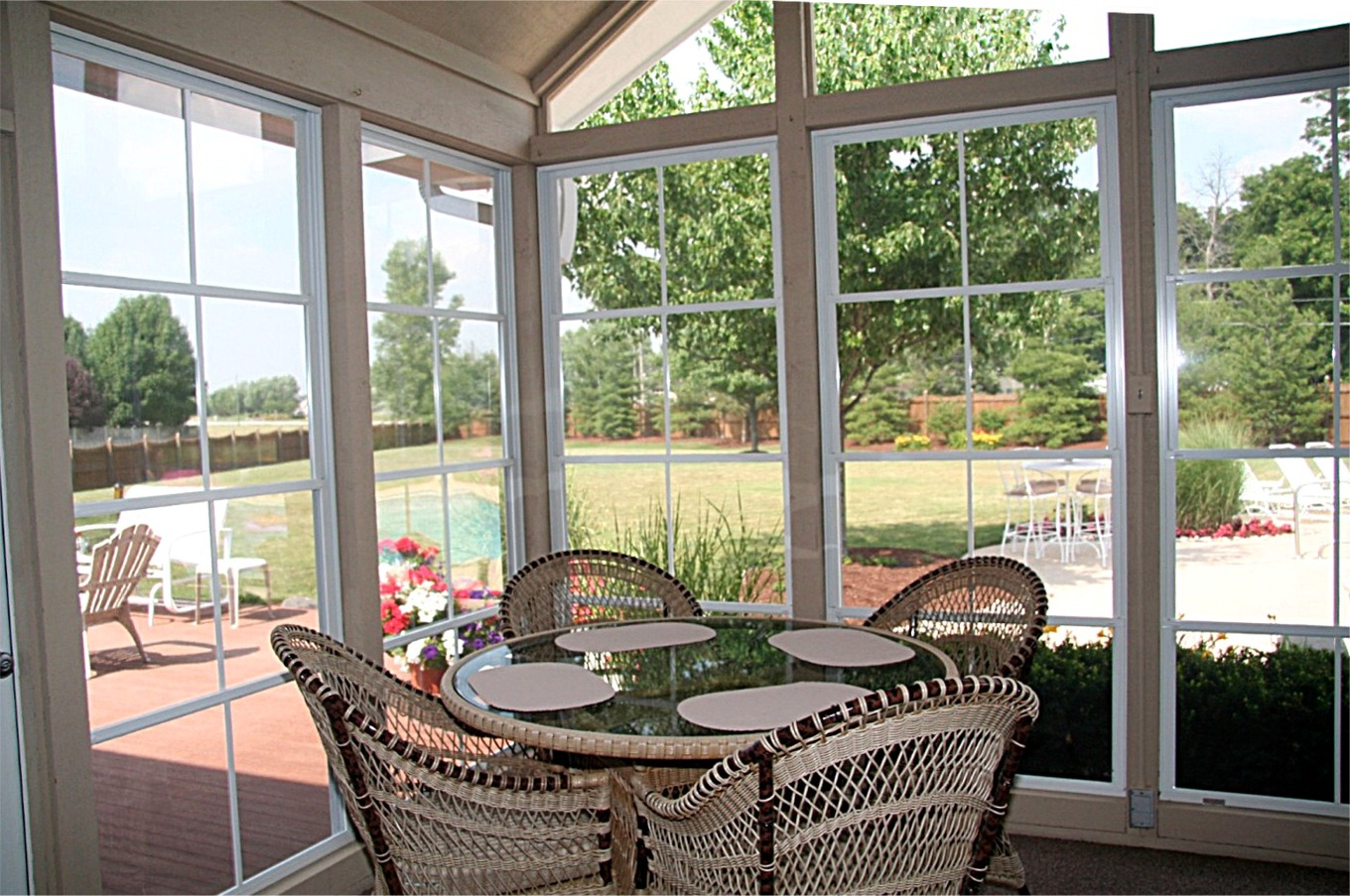 Vinyl and screen virginia decking remodeling llc for Who makes the best vinyl windows