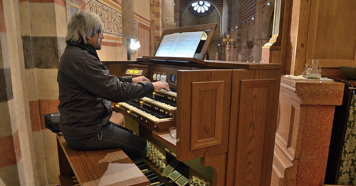 Viscount Organs: Practice, Practice, Practice