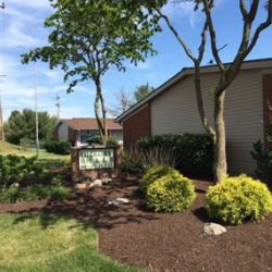 Hickory Mills apartment building and landscaping - Kent's Best Apartments