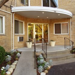 View of entryway to Summit Hill apartment building - Kent's Best Apartments