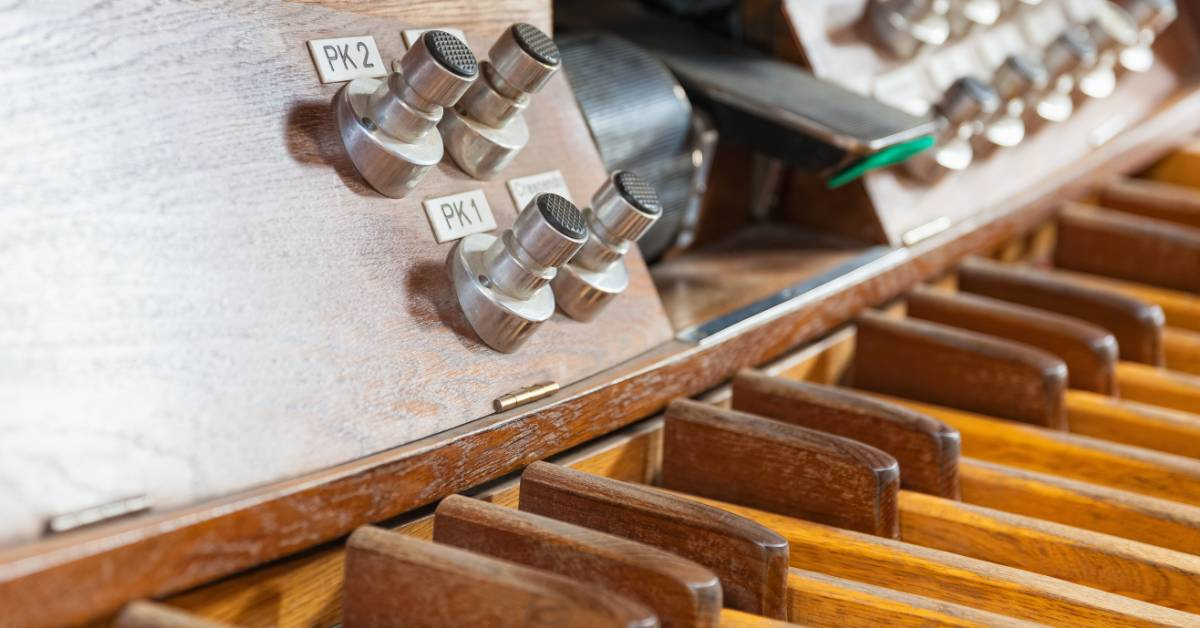An image of pipe organ pedals.