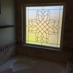 Glass design above a bathtub - Your Door Our Glass