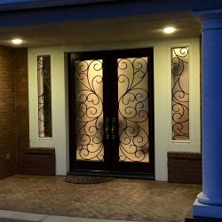 Elegant exterior equipped with Rio double glass doors
