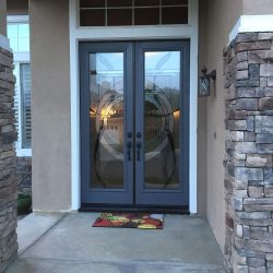 Two decorative glass panels create a circle - Your Door Our Glass