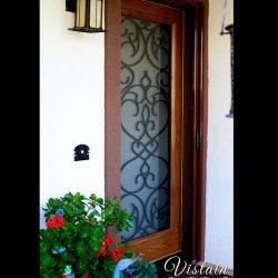 Professional exterior shot of Vistain glass door