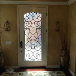 Fancy entrance with Vistain glass door