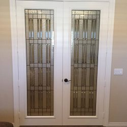 White door with Wallstreet door glass